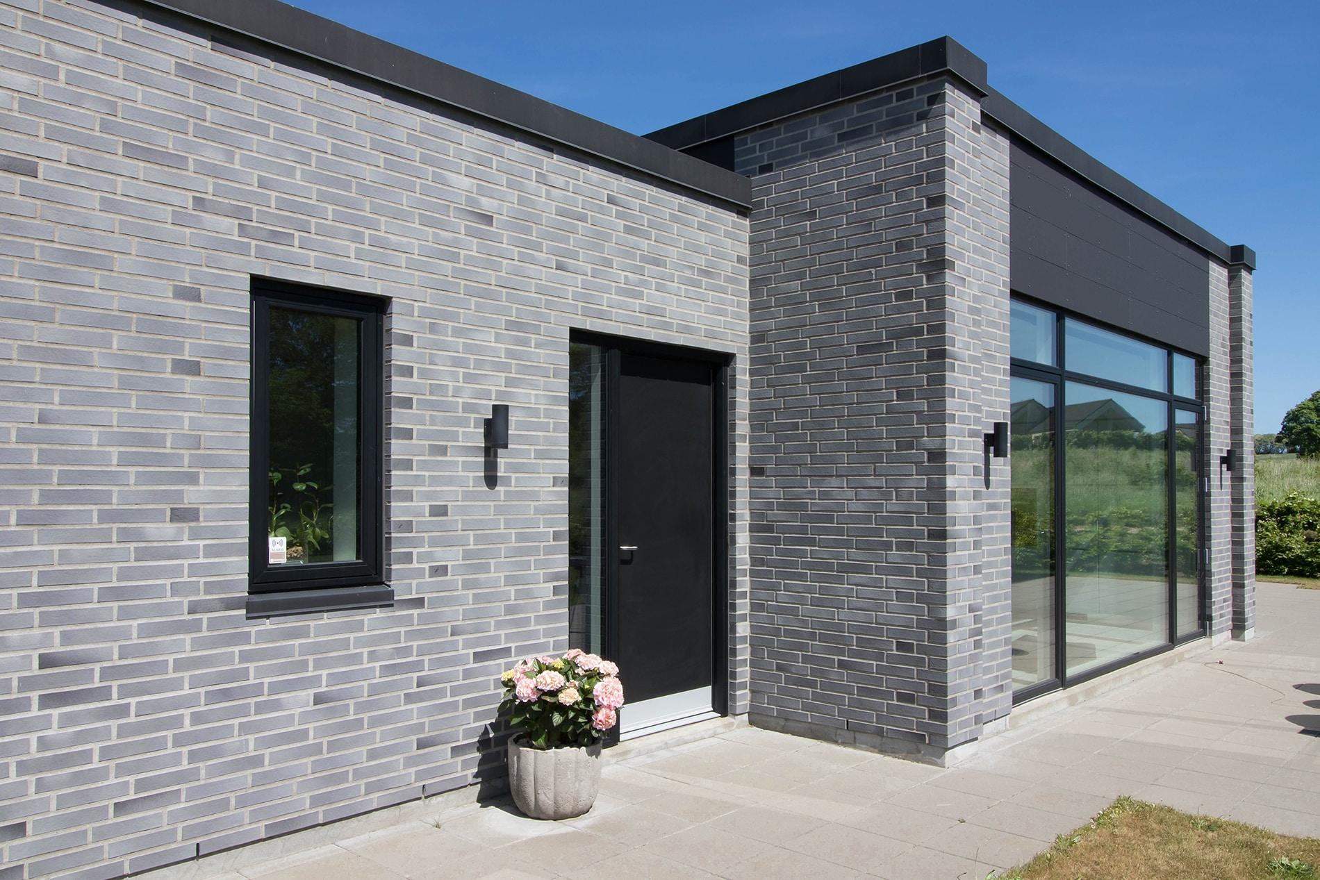 T-hus i grå mursten
